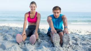 Lo que poder tocarte los dedos de los pies dice de tu estado físico