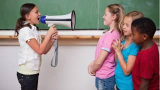 'Politização' da infância? Acirramento chega ao playground e causa preocupação