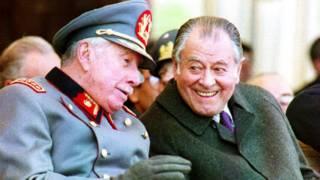 Patricio Aylwin junto a Augusto Pinochet