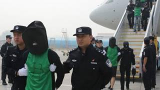 中國押解肯尼亞電信詐騙團伙成員返回北京