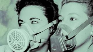 Две девушки в респираторах
