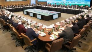 G20會議廳內圍坐在一起的與會代表