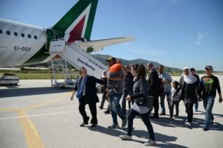 Группа сирийских беженцев, которых папа Франциск решил забрать с собой в Ватикан