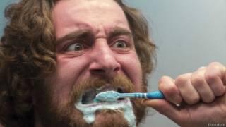 Por que os dentes amarelam - e como evitar isso
