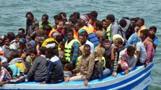 لاجئين على متن قارب