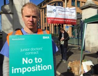 Участник забастовки врачей-ассистентов