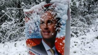 Постер с изображением Норберта Хофера - лидера правой партии в Австрии