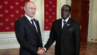 Владимир Путин и Роберт Мугабе