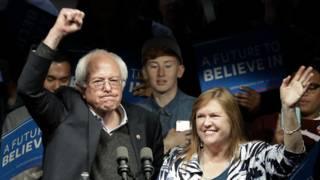 Bernie Sanders y su esposa