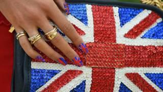 Сумочка с британским флагом на ней