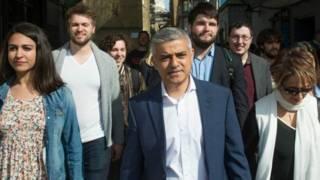 Садик Хан со своими сторонниками на выборах мэра Лондона