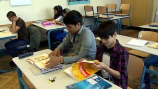 أطفال لاجئين في مدرسة