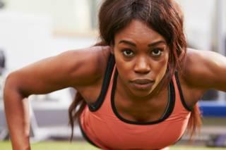 Cómo hacer tres ejercicios básicos para estar en forma