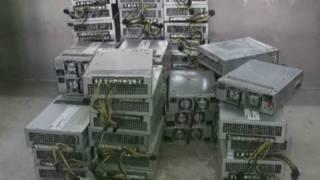 Equipos en la mina de bitcoins de China