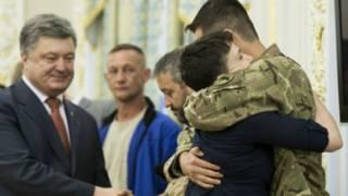Слова Порошенко о том, что Украина вернет себе Донбасс и Крым, как вернула Надежду, вызвали в Кремле частичное одобрение