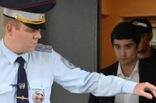 Руслан Шамсуаров у здания Гагаринского суда