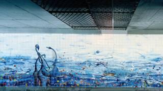 Азулежу на стінах метрополітену в Лісабоні