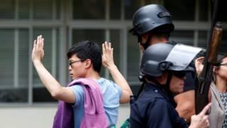 Полиция досматривает обитателей кампуса в Университете Калифорнии