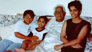 पिता एहसान जाफ़री के साथ नसरीन जाफ़री.
