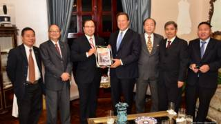 巴拿马总统巴雷拉接见国立中华民族委员会主要成员(巴拿马《拉美侨声》提供照片)