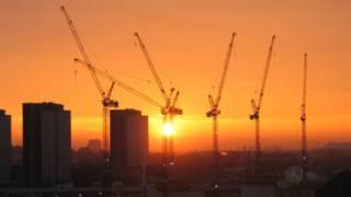 晚霞中的倫敦建築工地