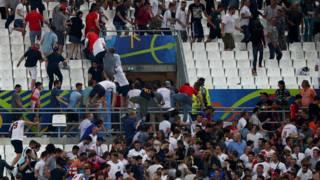 Столкновения на трибунах в Марселе после матча Россия-Англия