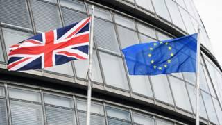 Флаги ЕС и Британии