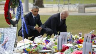 Обама и Байден у мемориала