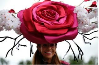 Шляпа в виде розы