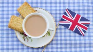 Британский флажок и чашка с чаем
