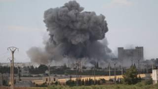 قوات سوريا الديمقراطية تخوض قتالا عنيفا ضد تنظيم الدولة في منبج بدعم من طيران التحالف