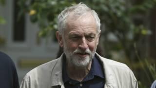 180 тисяч людей підписали онлайн-петицію на підтримку чинного лідера лейбористів