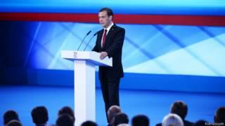 """Лидер """"Единой России"""" Дмитрий Медведев выступает на предвыборном съезде партии в Москве 27 июня 2016 года"""