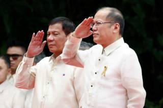 菲律賓新總統杜特爾特(圖左)與卸任總統阿基諾三世(圖右),周四出席總統就職典禮。