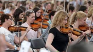 У Німеччині виступив найбільший у світі оркестр