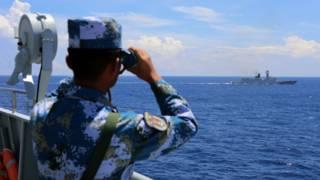 中国海军在南海演习(中新社图片8/7/2016)