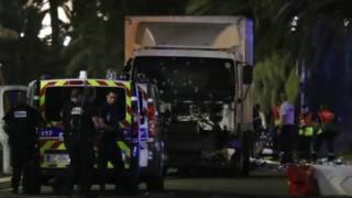 Десятки людей загинули через те, що вантажівка в'їхала в натовп на святкуванні Дня Взяття Бастилії у Ніцці.