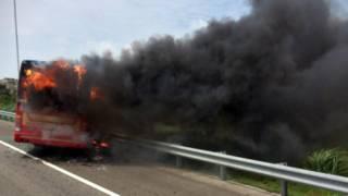旅遊巴士起火現場。