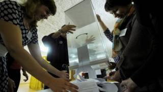 Вибори у Білорусі: до парламенту пройшла опозиціонерка