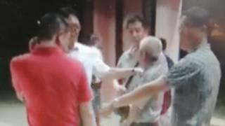 涉嫌性侵女看护的谢姓雇主(图中白发者)在影片曝光后被逮捕。