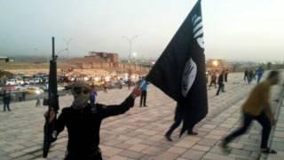 """أمريكا تحقق في """"هجوم لتنظيم الدولة الإسلامية بقذيفة كيماوية"""" على قواتها بالعراق"""