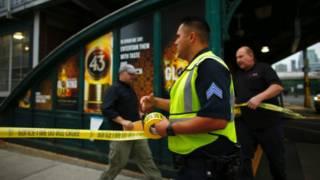 Nhân viên cứu trợ tới ga Hoboken, Hoa Kỳ