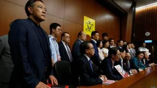 香港立法会建制派议员星期三(10月19日)发动流会,令三名议员未能完成宣誓