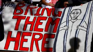 民眾在悉尼遊行呼籲澳大利亞政府關閉在瑙魯和馬努斯島的難民收容所。