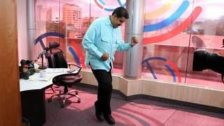 Мадуро танцює