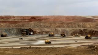 蒙古的奥尤陶勒盖矿。靠近中国的蒙古南戈壁地区有全球最大的未开发焦煤矿。