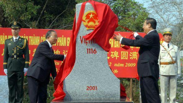 Lễ hoàn thành công tác phân giới cắm mốc biên giới trên đất liền ngày 23/2/2009 tại cửa khẩu Hữu Nghị, tỉnh Lạng Sơn