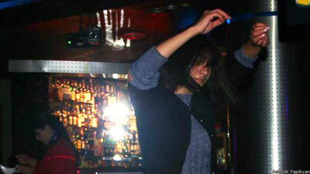 Женщины развлекаются в ночных клубах фото 768-218