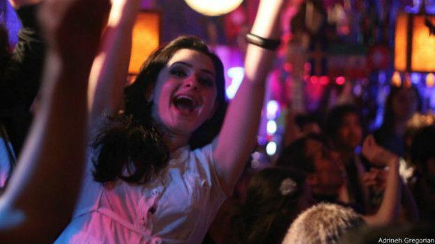 Женщины развлекаются в ночных клубах фото 768-899