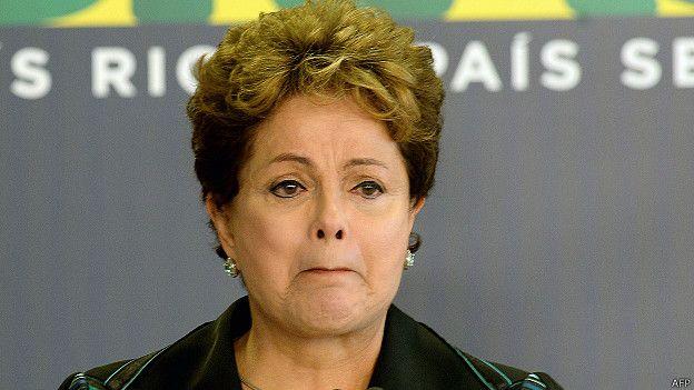 Presidenta brasileña, Dilma Rousseff, emocionada al recibir el informe final de la Comisión de la Verdad.